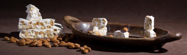 Weißer Nougat mit Mandeln (75g)