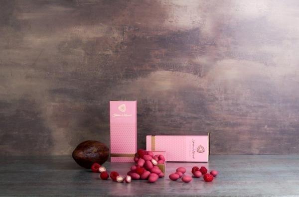steiner&kovarik Heilige Geometrie - Mandeln in Ruby Schokolade mit Himbeeren (150g) praline gragee rubinrot Genuss umhüllt gehüllt hand kalifornien
